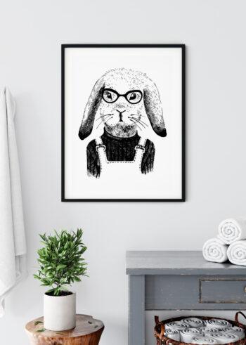 Czarno biały plakat przedstawiający królika hipstera