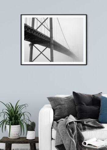 Czarno biały plakat do salonu - Most We Mgle